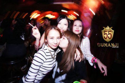 【六本木クラブ】ジュマンジ55(JUMANJI 55)は六本木にある人気のクラブです。20歳以上が入れる大人のクラブ。ドレスコードはカジュアルでOKで、ダンサーのパフォーマンスや国内の人気DJによるクラブイベントが楽しめます
