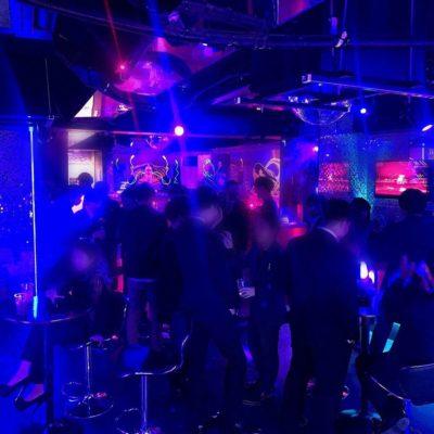 【新宿クラブ】TFC新宿 営業時間 23:00〜5:00 アフター6:00〜 ついに2021年1月から新宿に「TFC」アフタークラブがグランドオープン! 歌舞伎町に近未来な内装を備えた光りと音の演出ー 新宿駅から徒歩10分歌舞伎町ビル3F これから成長するTFCクラブを乞うご期待!