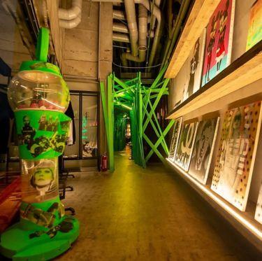 """デザイナー""""buggy""""監修の空間には、様々なアート作品が散りばめられています。"""
