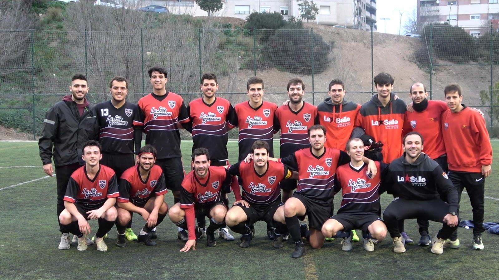 El 1r Equip De La Secció De Futbol S'enfronta A La Sisena Posició En Un Duel Directe