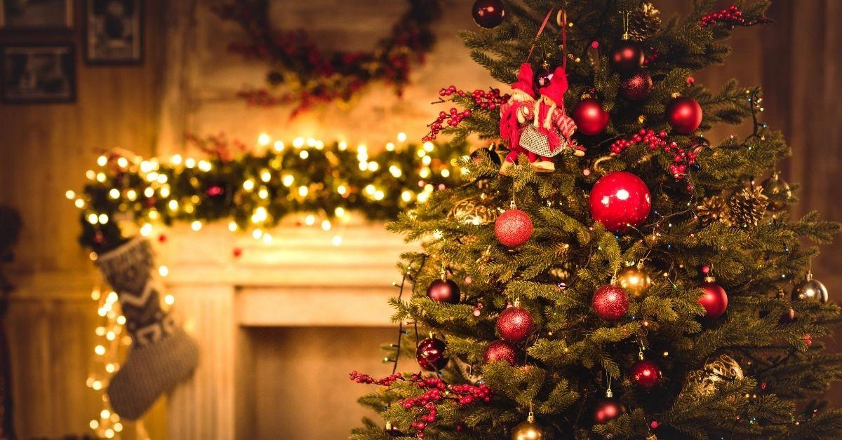 I Am a Cheap-Ass Santa: A Christmas Shopping Rant