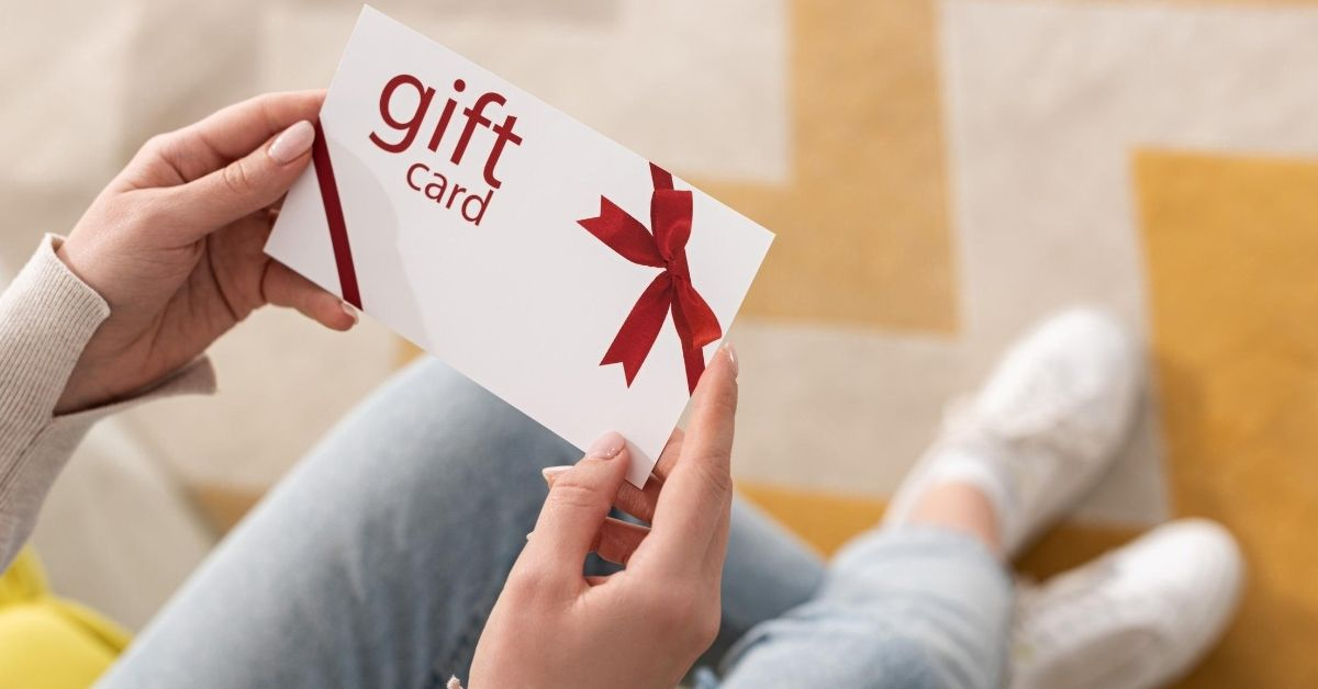 Credit Card Rewards Creative Ways to Earn Miles and Points - cropped picture of woman holding gift card