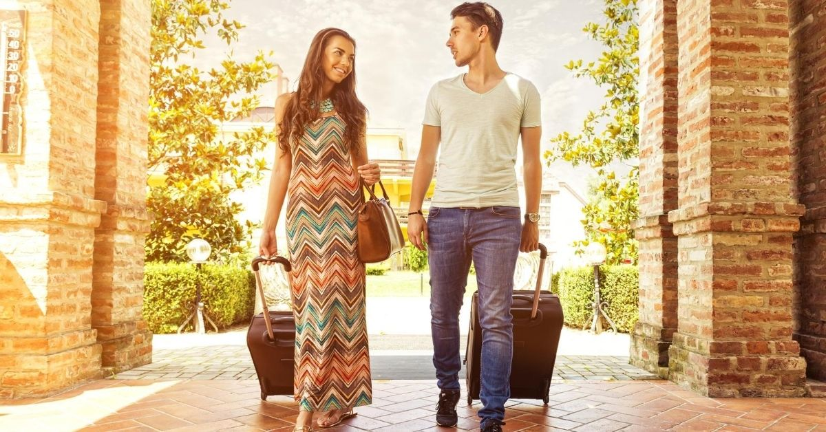 Starwood Preferred 30K Bonus is Back - picture of couple walking into hotel with suitcases