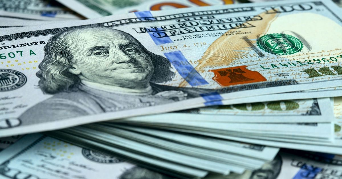 Cash Money August Income and Blog Updates - picture of hundred dollar bills