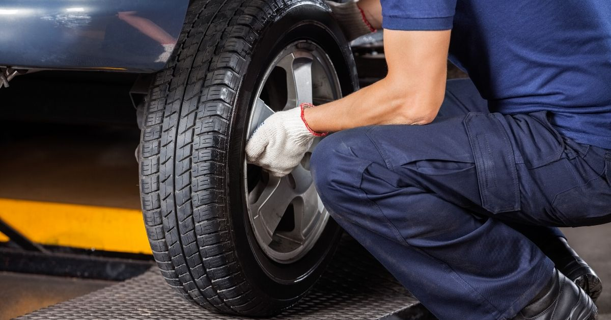 How The Internet Saved Me $780 In Five Minutes - picture of person changing a tire
