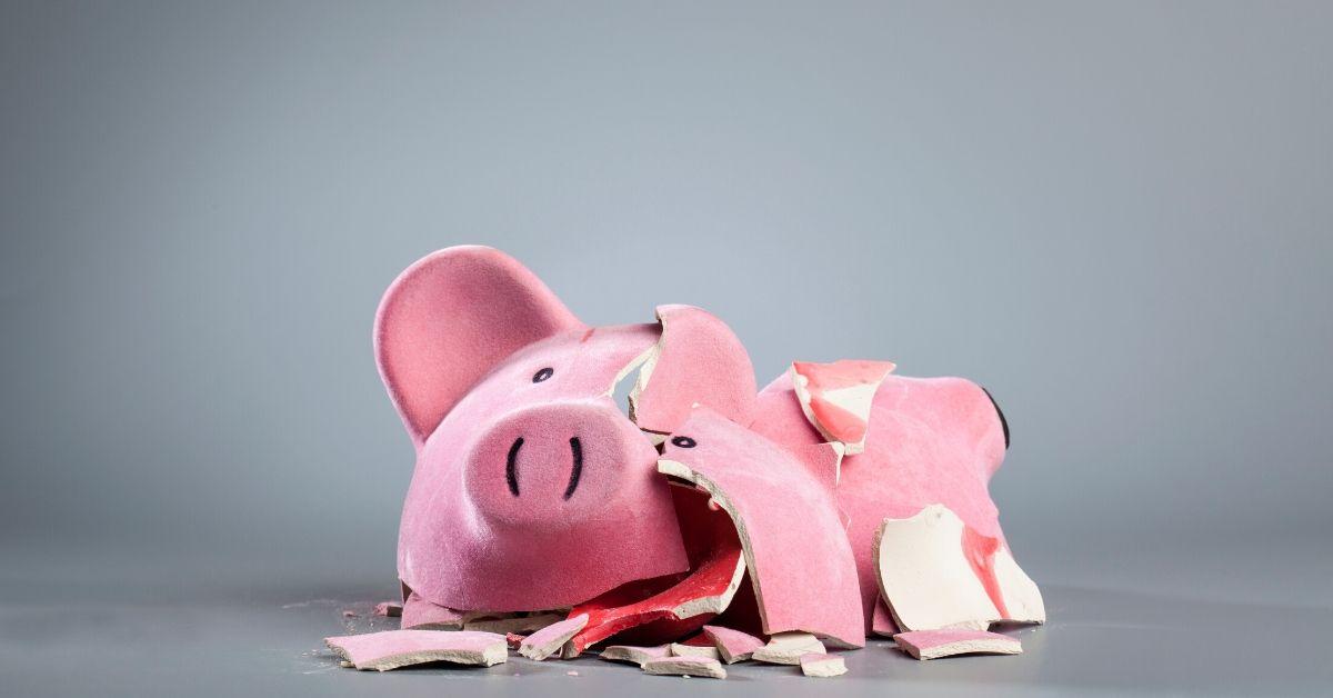 How Rich People Go Broke - picture of broken piggy bank