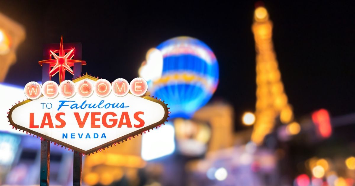 Use myVEGAS Slots to Earn FREE Meals and Rooms - picture of welcome to vegas sign at night
