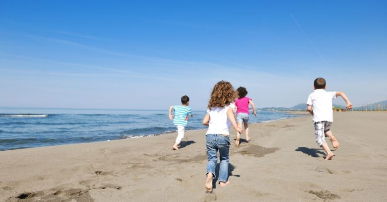 How to Take Cheap Family Vacations During Peak Travel Times