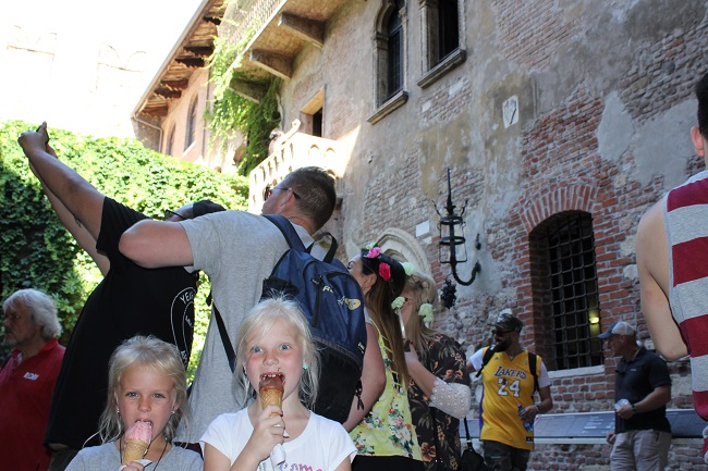 family trip to europe - verona juliet house