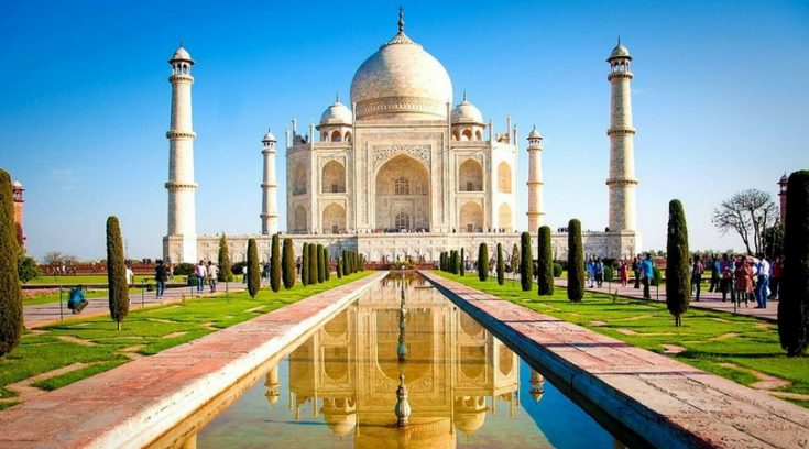 cheapest places to travel - image of Taj Mahal