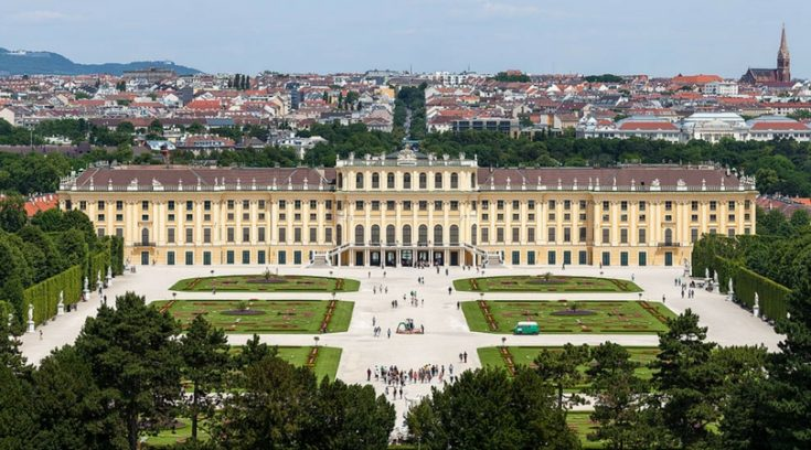 image of palace in Vienna