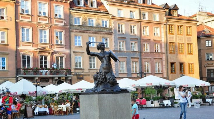cheapest countries to visit - image of square in Warsaw with bronze statue