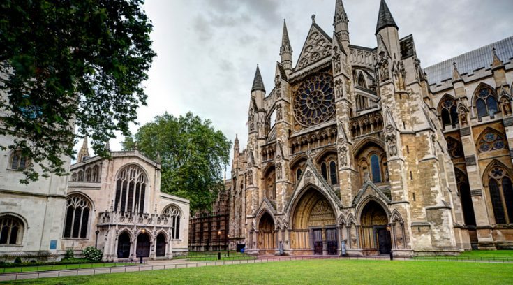 """Looking for things to do in London on your first visit to the city? Here are 10 """"can't miss"""" attractions and activities for your first trip to London!"""