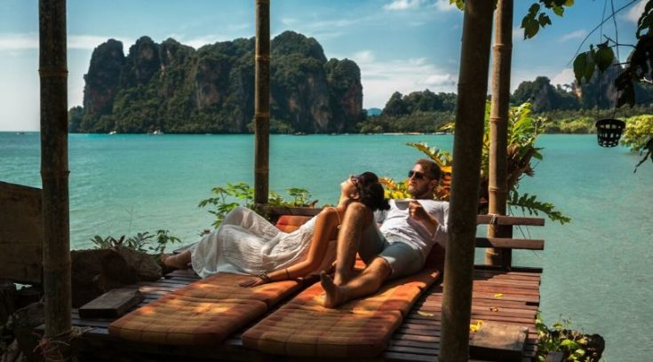 residual income - image of couple on vacation