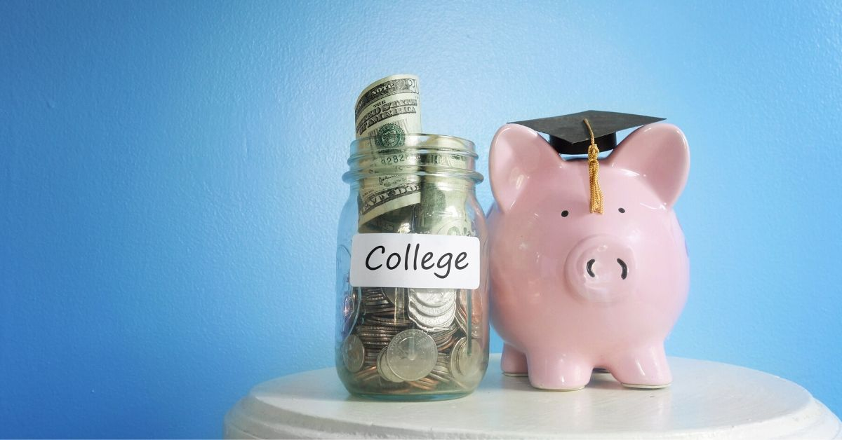 CollegeBacker Review - picture of piggy bank with graduation hat next to jar of college money