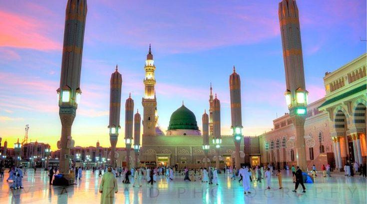 Image of Al-Masjid an-Nabawi at dusk