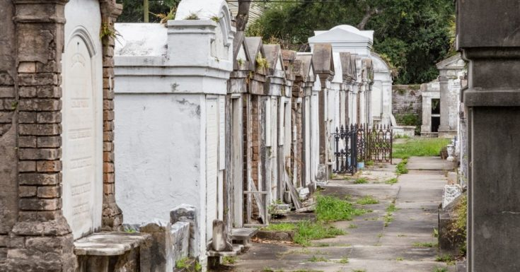 Go New Orleans Pass Review - picture of Lafayette Cemetery Gravesites
