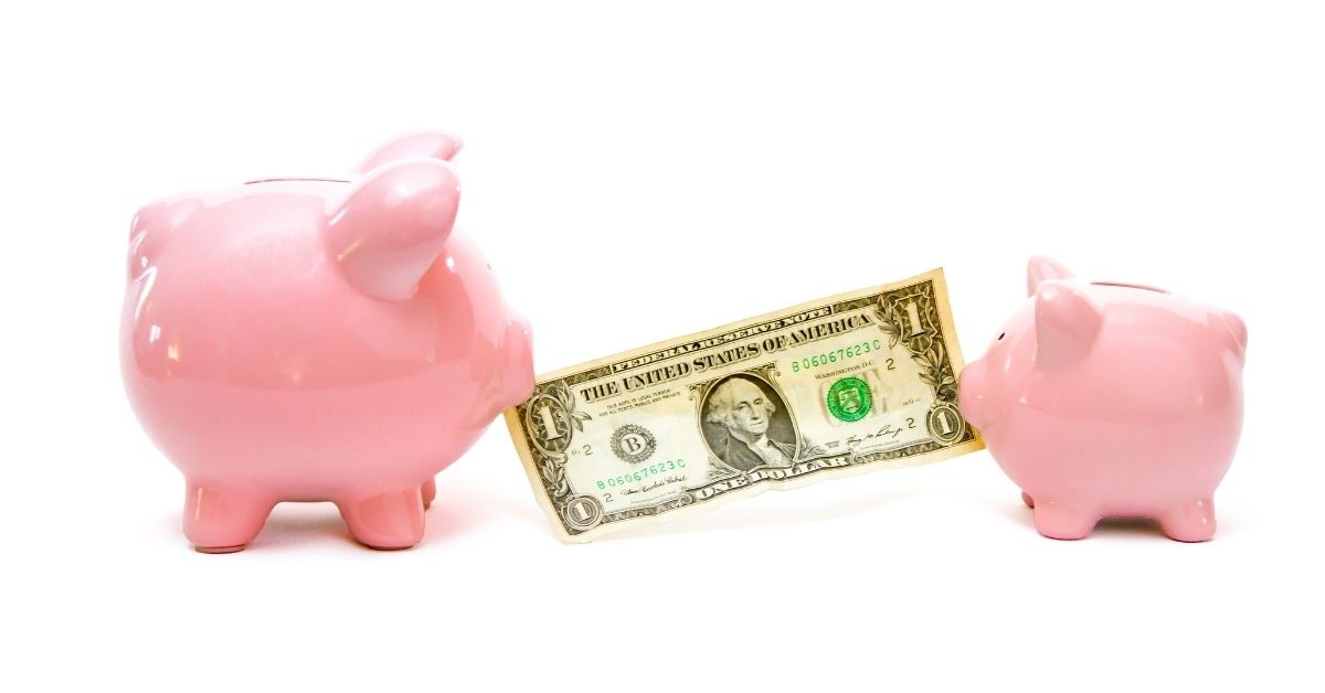 CIT Bank Savings Builder vs. Traditional Savings Accounts - CIT Bank Savings Builder vs Traditional Savings Accounts Pin - picture of big piggy bank and little piggy bank pulling at dollar bill