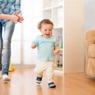 Când și cum învață copilul să meargă singur