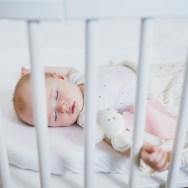 Scrisoarea bebelușului lăsat singur să doarmă către părinții săi