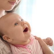 Lucruri la care bebelușul tău ar vrea să te gândești atunci când plânge