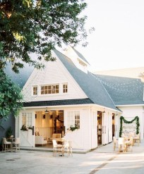 Elegant Farmhouse Exterior Design Ideas To Try07