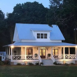 Elegant Farmhouse Exterior Design Ideas To Try31