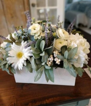 Stylish Lower Arrangements Ideas For Table Decorating40