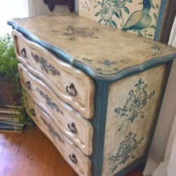 Extraordinary Old Furniture Ideas To Beautify The Decor34