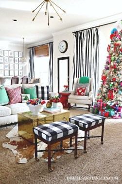 Extraordinary Christmas Living Room Decoration Ideas To Try Asap06