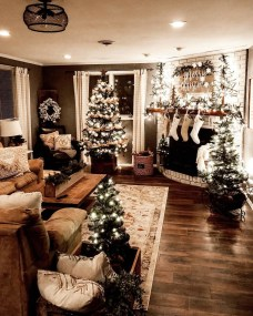 Extraordinary Christmas Living Room Decoration Ideas To Try Asap23