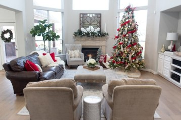 Extraordinary Christmas Living Room Decoration Ideas To Try Asap32