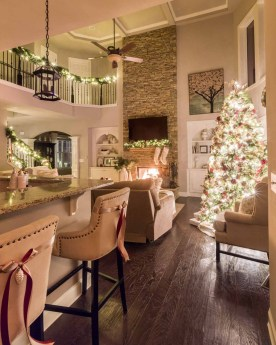 Extraordinary Christmas Living Room Decoration Ideas To Try Asap35
