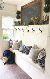 Hottest Farmhouse Decor Ideas On A Budget To Try05