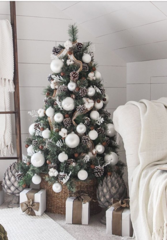 Trendy Diy Christmas Trees Design Ideas That Using Simple Free Materials29