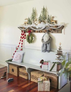 Unordinary Farmhouse Christmas Entryway Design Ideas For The Amazing Looks04