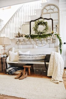 Unordinary Farmhouse Christmas Entryway Design Ideas For The Amazing Looks11