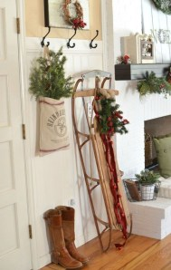 Unordinary Farmhouse Christmas Entryway Design Ideas For The Amazing Looks19
