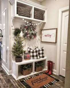 Unordinary Farmhouse Christmas Entryway Design Ideas For The Amazing Looks28