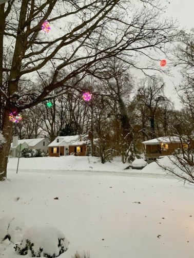 Unusual Diy Christmas Light Balls Ideas For Outdoor Decoration05