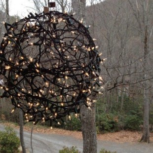 Unusual Diy Christmas Light Balls Ideas For Outdoor Decoration15