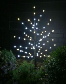 Unusual Diy Christmas Light Balls Ideas For Outdoor Decoration27