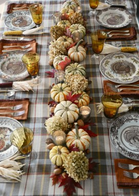Amazing Thanksgiving Tablescapes Ideas For More Taste And Enjoyful35