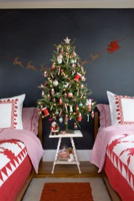 Latest Christmas Bedroom Decor Ideas For Kids To Try15