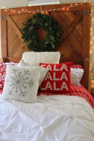 Latest Christmas Bedroom Decor Ideas For Kids To Try21