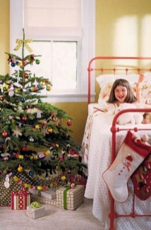 Latest Christmas Bedroom Decor Ideas For Kids To Try24