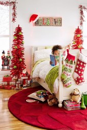 Latest Christmas Bedroom Decor Ideas For Kids To Try25