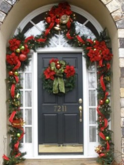 Newest Christmas Door Decoration Ideas You Must Try Right Now04