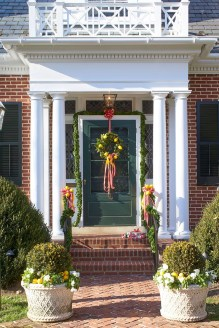 Newest Christmas Door Decoration Ideas You Must Try Right Now05
