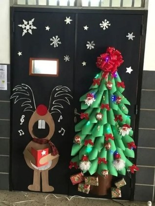 Newest Christmas Door Decoration Ideas You Must Try Right Now09